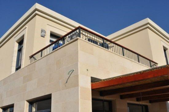 תוספת מרפסת בבניין קיים